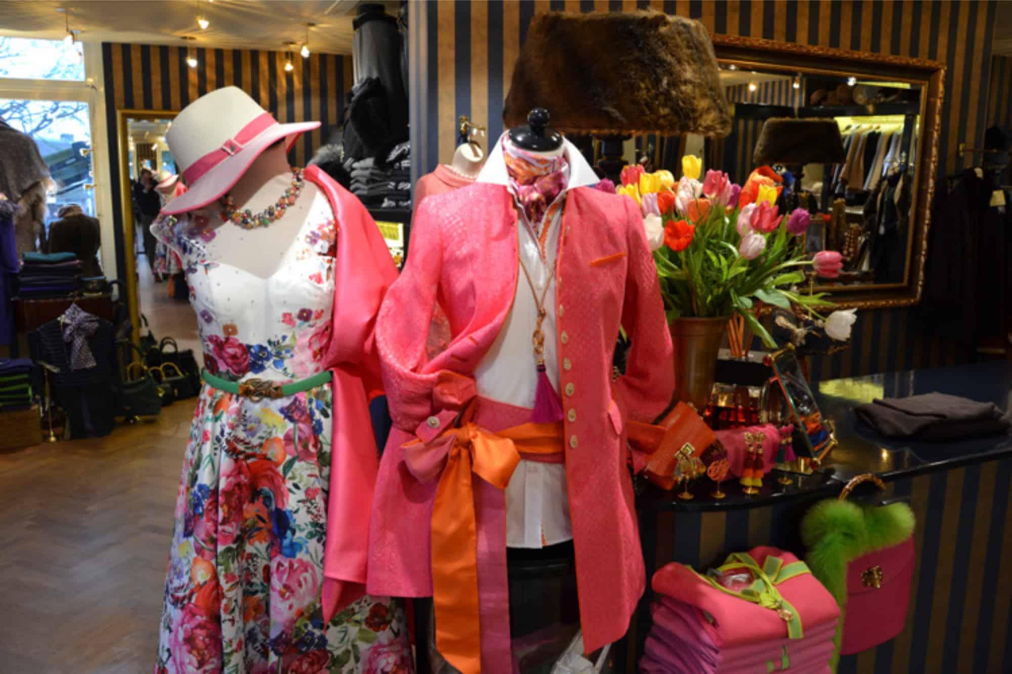 shawls, mode voor bruidsmoeders, hoeden, bruidsmoeder mode, bureau accessoires, Sieraden, gelegenheidskleding, Dameskleding Laren, exclusieve merken, galajurken, wolford, feestkleding, bont, schoenen, grote maten mode