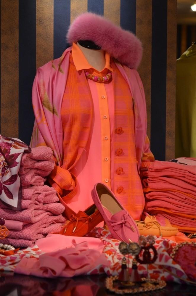 maison common, le tricot perugia, nvsco, Luxe merken, liola mode, thomas rath, exclusieve damesmode, rolf schulte, seductive mode, dameskleding, stizzoli, katharina von braun, Schneiders, laren, bm damesschoenen, michele mode, Nino Colombo is verkrijgbaar bij Modici Laren, damesmode, bm comfortabel, escada mode, michele broeken, loro piana, katharina v braun, barbara kessels mode, stizzoli mode