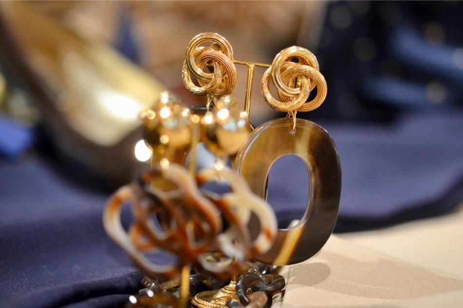 feestelijke hoed, avond, bruidsmoeder hoeden, tassen, bruidsmoeder hoed, accessoires, chique hoeden, Damesmodewinkel Modici in Laren biedt luxe merken, exclusieve hoeden, gelegenheidskleding, avondjurk, mooie hoeden, shawls en lammy coats. Ook grote maten., schoenen, gelegenheidshoeden, avondjapon, hoeden, hoed dames bruiloft, gala