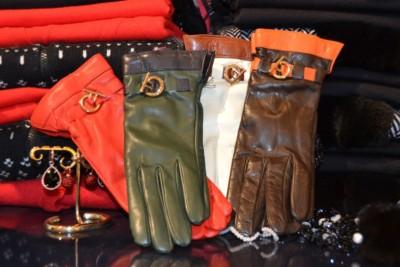 Luxe leren of bont dameshandschoenen bij Modici in Laren in het Gooi