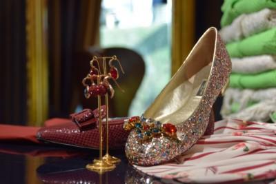 Luxe damesschoenen - riemen en bijouterie bij Modici in Laren
