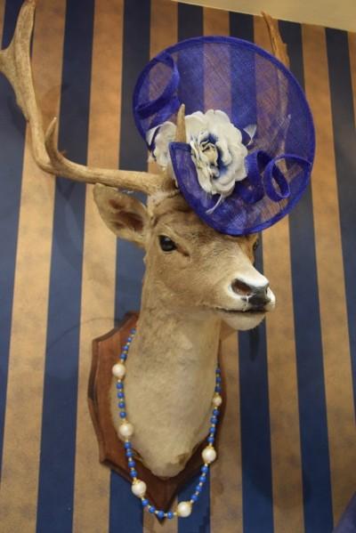 Luxe Moeder van de bruid mode incl hoeden bij Modici Damesmode Laren