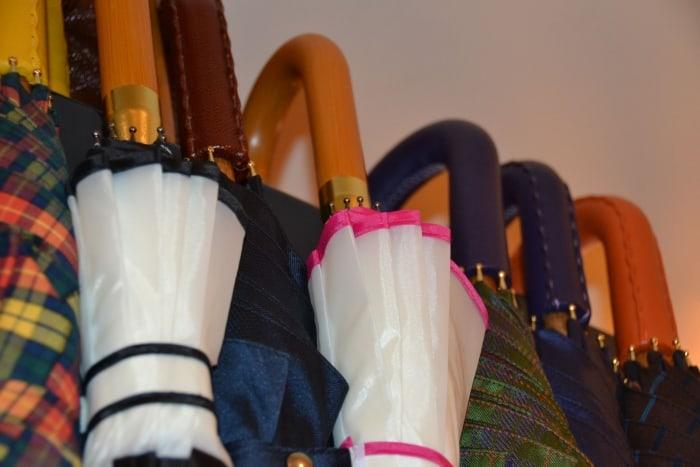 Luxe dames en heren paraplu - met leer of bont bij Modici in Laren Nh